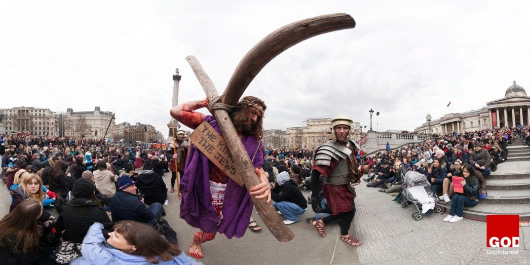 Thousands watch Passion of Jesus Performance in Trafalgar Square