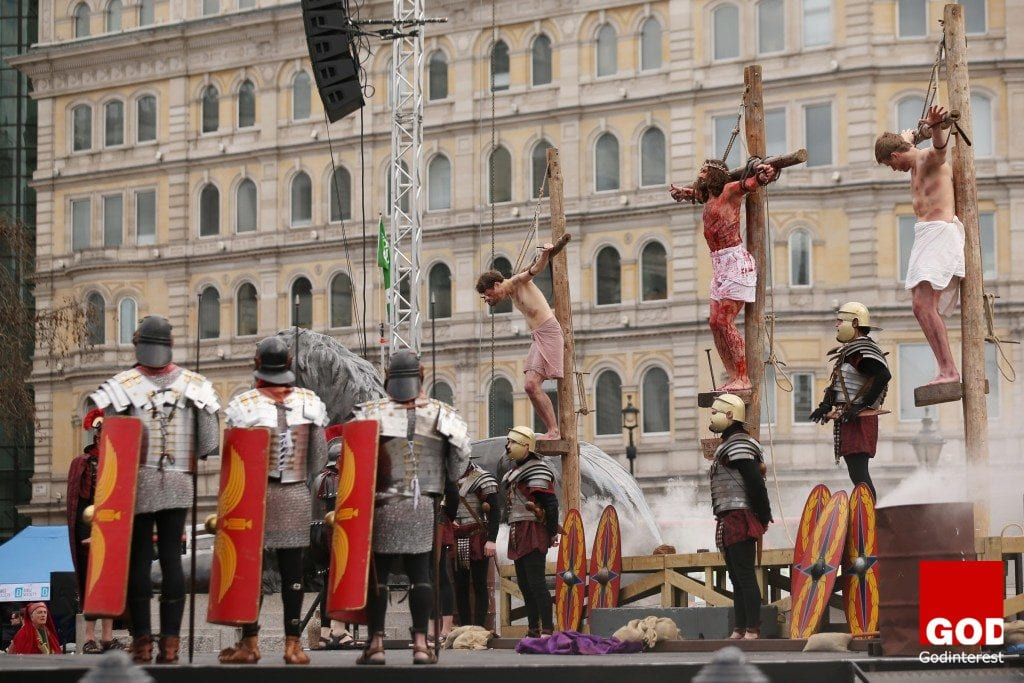 Thousands watch Passion of Jesus Performance in Trafalgar Square, Godinterest Christian Magazine