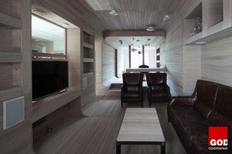 Oak Tube Apartment in Moscow