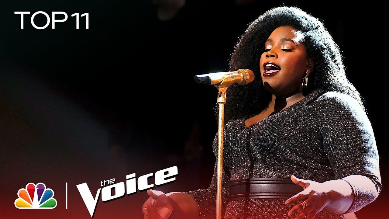 "Team Kelly's Kymberli Joye performs ""Break Every Chain"" during The Voice Live Top 11 Performances."