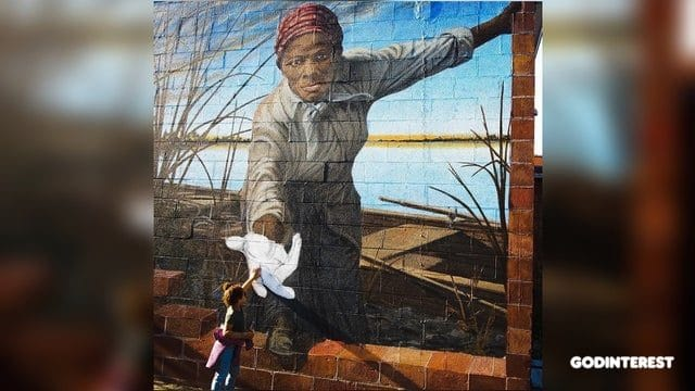 Photo of Child Reaching to High-Five Mural of Harriet Tubman Goes Viral
