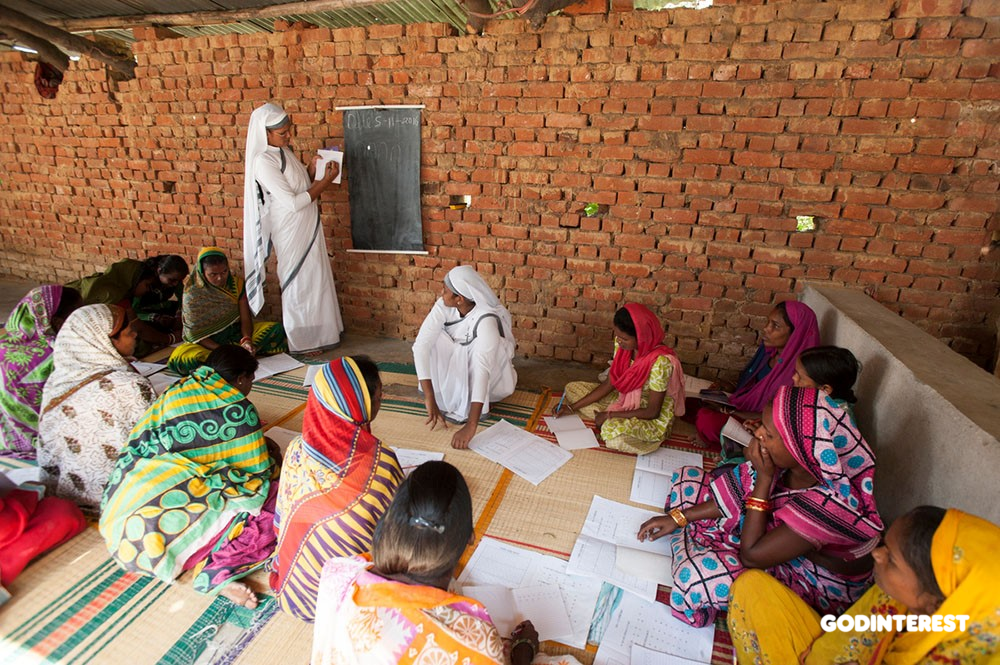 Thirty-five ladies gather for a GFA-supported women's literacy class three days a week in Odisha, India.